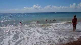 Черное море мое. Пляж Лазаревского в июля 2013(Пляж на выезде из Лазаревского, погода сегодня: воздух +31, вода +26, очень комфортная, немного штормит море,..., 2013-07-23T19:18:45.000Z)