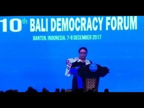 MERINDING.!!! Pakai Syal Palestina, Menlu Retno: Indonesia Mengutuk Pengakuan AS atas Jerusalem