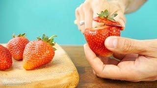 Sprytny sposób na obieranie truskawek z szypułek