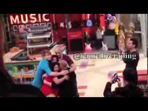 Zijn Ross en Laura uit Austin en Ally dating