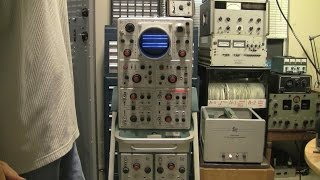 Repeat youtube video Tektronix type 555 oscilloscope, over 100 tubes inside!