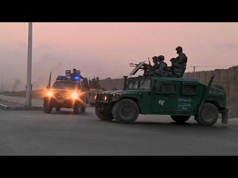 Afeganistão: Rebeldes atacam aeroporto de Cabul thumbnail