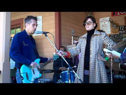 """Ambrosia Parsley """"The Waltz"""" porch show at the Mystery Spot, Phoenicia, 10-10-10"""
