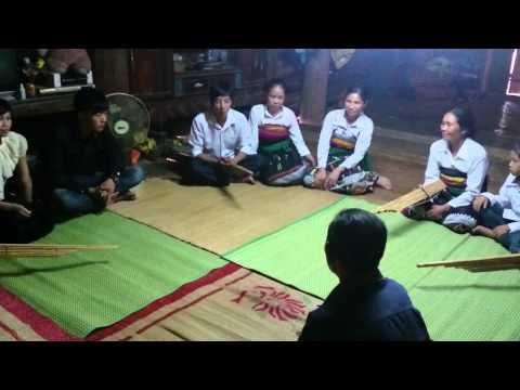 Học trình diễn khèn bè dân tộc Thái Quan Sơn
