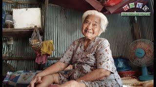 Bà cụ bán vé số gãy chân không có tiền bó bột cảm ơn MTQ đã ban cho bà đôi chân