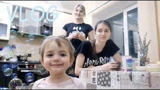 VLOG Как Коля и Алиса качалку делили. Подарки от bee mama. Что учит Катя. Алиса ест пузыри.