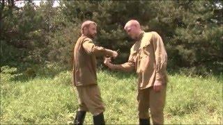 Примеры самообороны без оружия. Боевое самбо - приёмы.(Посмотрите приёмы самообороны без оружия. Знание самбо помогало нашим воинам выжить в рукопашной схватке..., 2015-12-31T14:52:54.000Z)