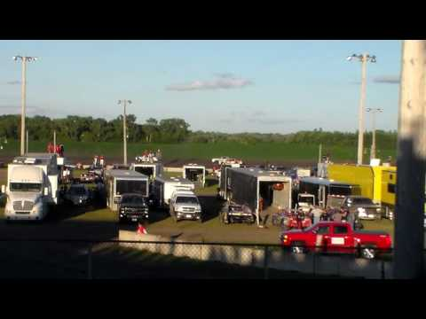Hobby Stock Heat 1 @ Fairmont Raceway 08/05/16