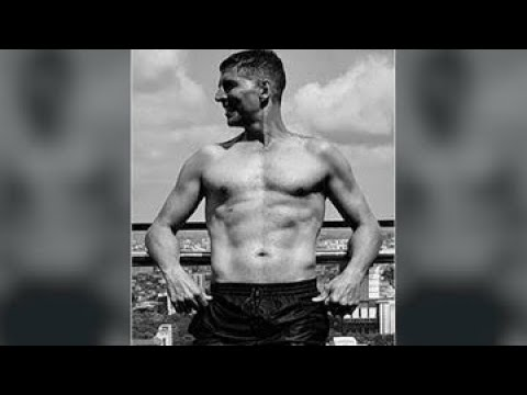 Akshay Kumar's Shirtless Picture On His Birthday Will Make You Question His Real Age | SpotboyE Mp3