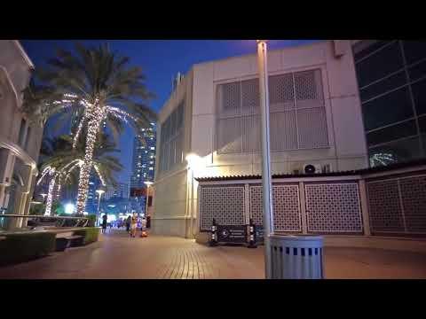 Walk in Dubai Marina (UAE) visit the touristic Marina neighb