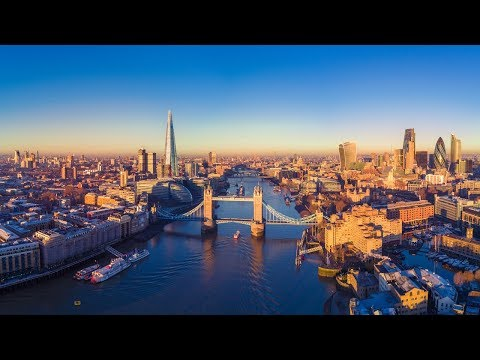 Fly Brisbane to London with Emirates | Catriona Rowntree
