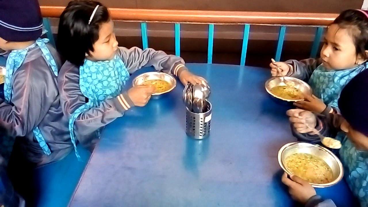 Students of LKG & UKG having lunch. - YouTube