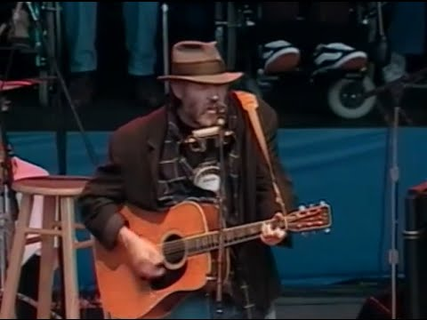 Neil Young - Full Concert - 10/18/98 - Shoreline Amphitheatre (OFFICIAL)