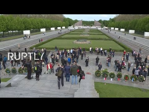 LIVE: Victory Day flowers laid at Berlin's Soviet War Memorial