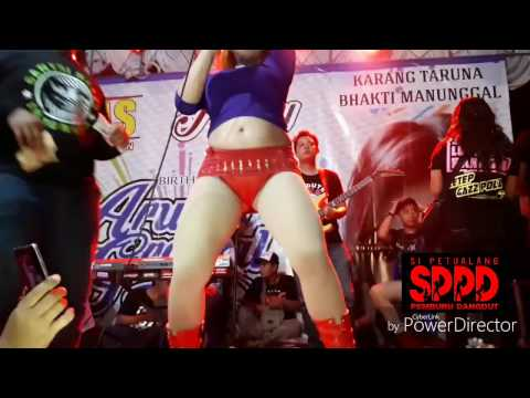 Dangdut Hot- Novi Ananda [HD] goyangan bugil beneran EDANN!!!!