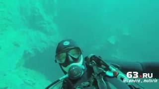 По водой Голубого озера