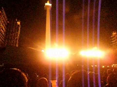 efek ledakan dan api pada drama musikal betawi ARIAH