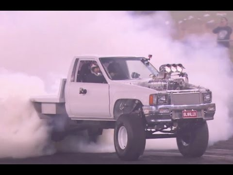World's TOUGHEST TOYOTA HILUX tears tyres apart in Summernats Burnout Masters qualifying - YouTube