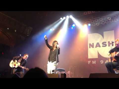 "Sara Evans ""Suds In The Bucket"" (Nash Bash 2/20/13)"
