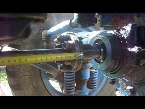 Трактор выпускался в полноприводной (т-40а) и заднеприводной модификациях. Задние ведущие колёса имеют увеличенный диаметр и жесткую подвеску, передние направляющие колёса уменьшенного диаметра протектор имеет характерные узнаваемые грунтозацепы