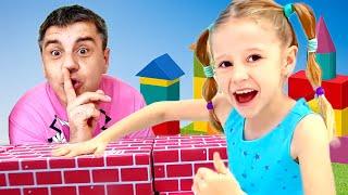 Stacy und Papa geben vor, mit Dinosauriern zu spielen