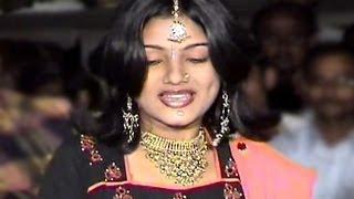 Mumbai Gai Mee Dilhi Gai - Marathi Item Song