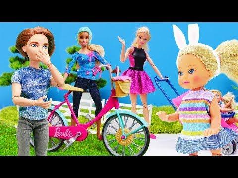 Spaß ohne Ende mit Barbie. Wir spielen mit unseren Puppen