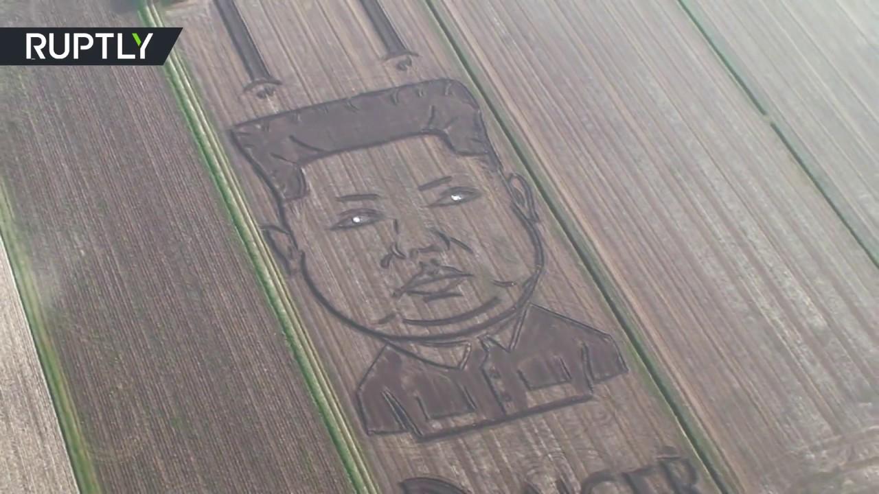 На итальянском поле появился гигантский портрет Ким Чен Ына