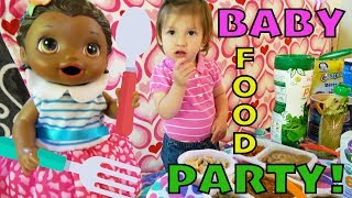 BABY ALIVE has a BABY FOOD PARTY! The Lilly and Mommy Show! The TOYTASTIC Sisters. FUNNY SKIT