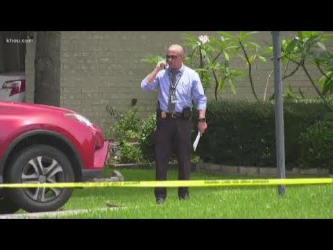 Police: Husband confesses to killing wife while children were at home