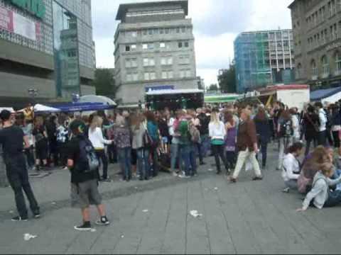 Flashmob Essen City vor Kaufhof Frezzen Essen steht still