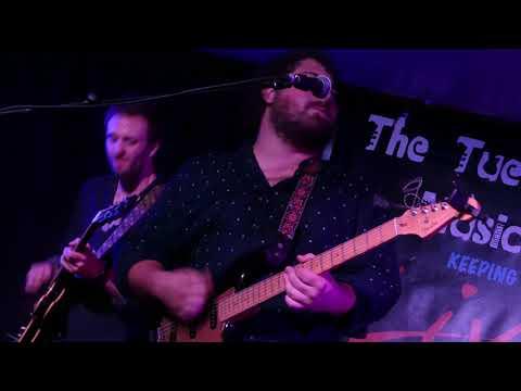 "Tom C Walker - ""Shake Everything You've Got"" - Tuesday Night Music Club - 07/08/18"