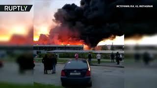 Очевидец снял на видео крупный пожар в кемеровском автоцентре