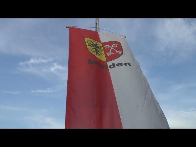 Banneraufhängen beim Stadtmajor