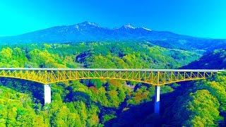 東沢大橋が通称「赤い橋」と呼ばれるのに対し、八ヶ岳高原大橋は「黄色...