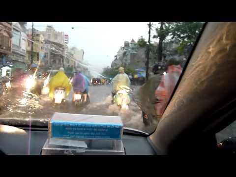 Vietnam 2011 - Heavy rain taxi drive in Haiphong