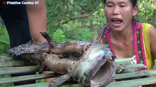 Survival skills - Mud Water Fishing - Primitive life catch fish - Cooking fish Eating delicious