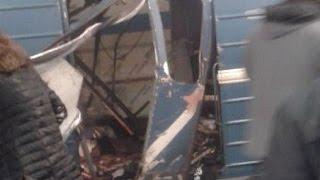 Смотреть видео Теракт в Санкт-Петербурге: в метро прогремел взрыв (Новости 03.04.17) онлайн