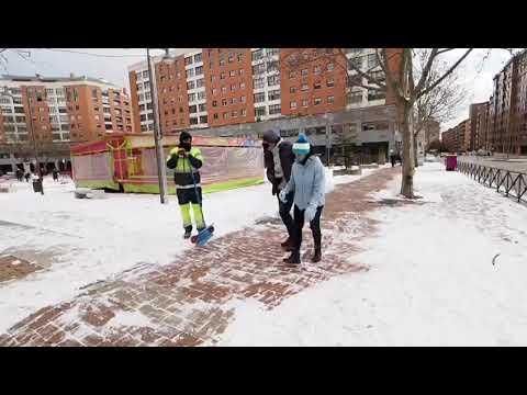 Valladolid limpia la nieve dejada por Filomena