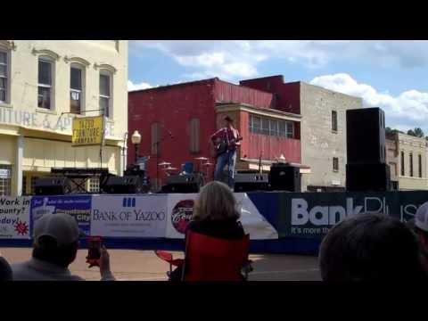 """Peyton Barnes sings """"Ol' Red"""" by Blake Shelton in Yazoo City, MS"""