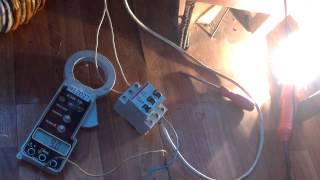 Продвинутый сварочный трансформатор(Проверка сварочного аппарата (электрод тройка). Смотрим ТОК по первичке (из сети кушаем как бытовой электро..., 2013-03-11T18:17:36.000Z)