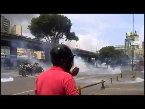 Venezuela Chaos: Protesters Continue to Clash with Police In the Streets