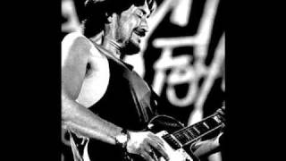 Watch Chris Rea Sing Out The Devil video