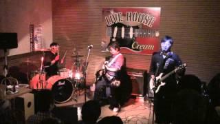 2012年11月25日 村上市 Live House Cream にて 三節棍 の演奏です。