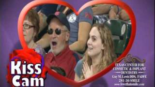 Best Astros kiss cam!