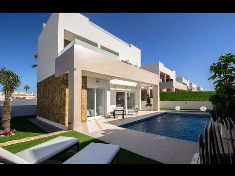 Villa with private pool near the sea in Torrevieja