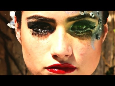 straight/fight-by-maxwell-powers,-official-music-video-(cyborg-synthpop)