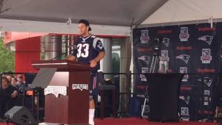 Tom Brady makes surprise speech during Kevin Faulk's Hall of Fame induction