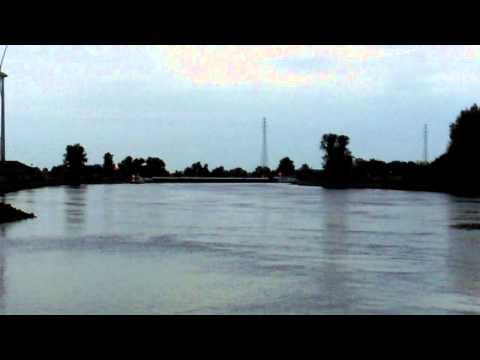 Schip nog steeds vast in de IJssel