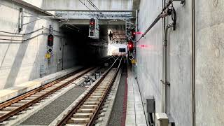 羽沢横浜国大駅入線.発車とJR貨物横浜羽沢駅。